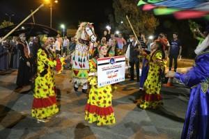 طاهر وعامر يشهدان ديفيليه مهرجان الإسماعيلية الدولى للفنون الشعبية (12)